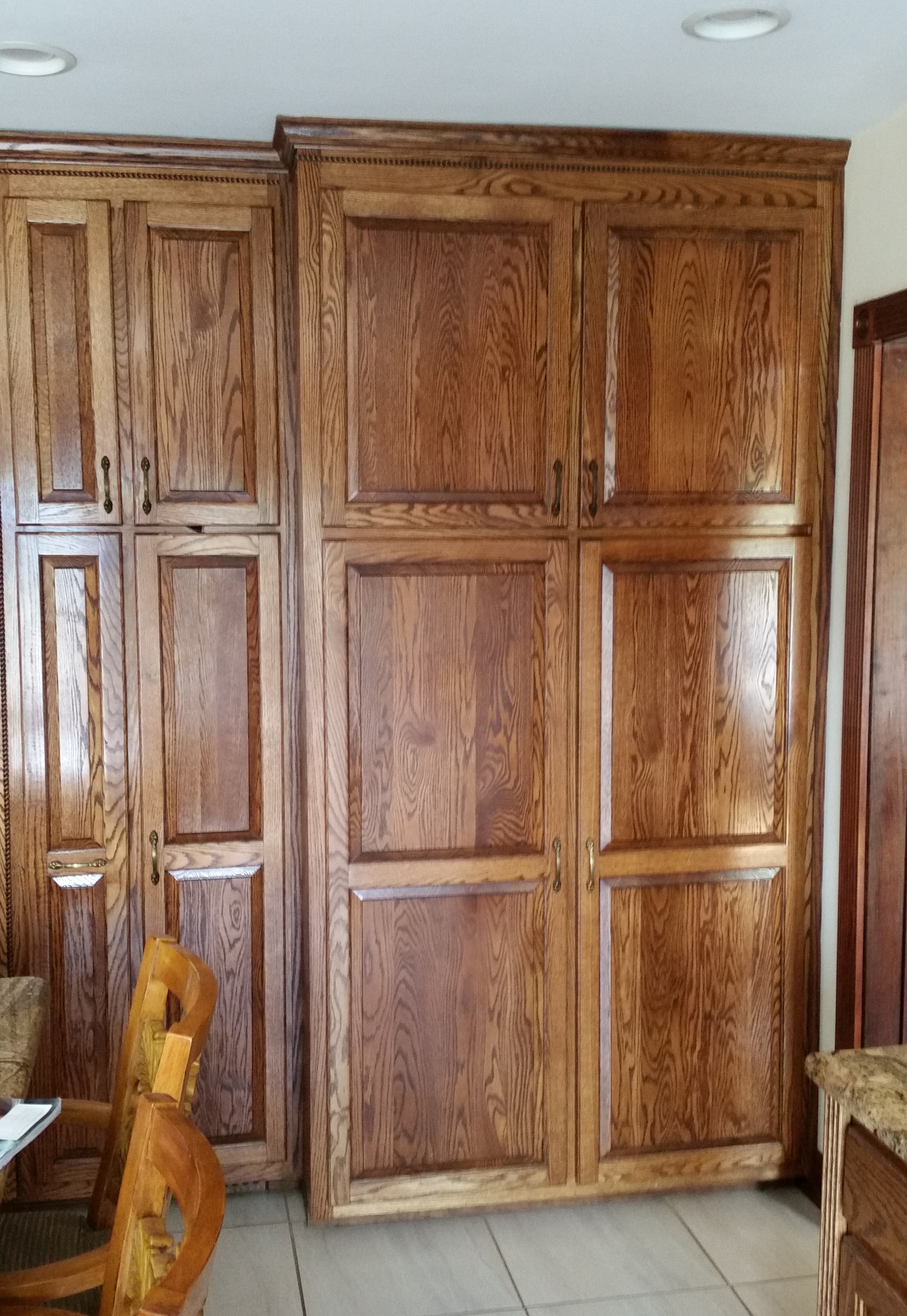 Pantry cabinet oak pantry cabinets with kitchen kitchen for Oak kitchen larder units